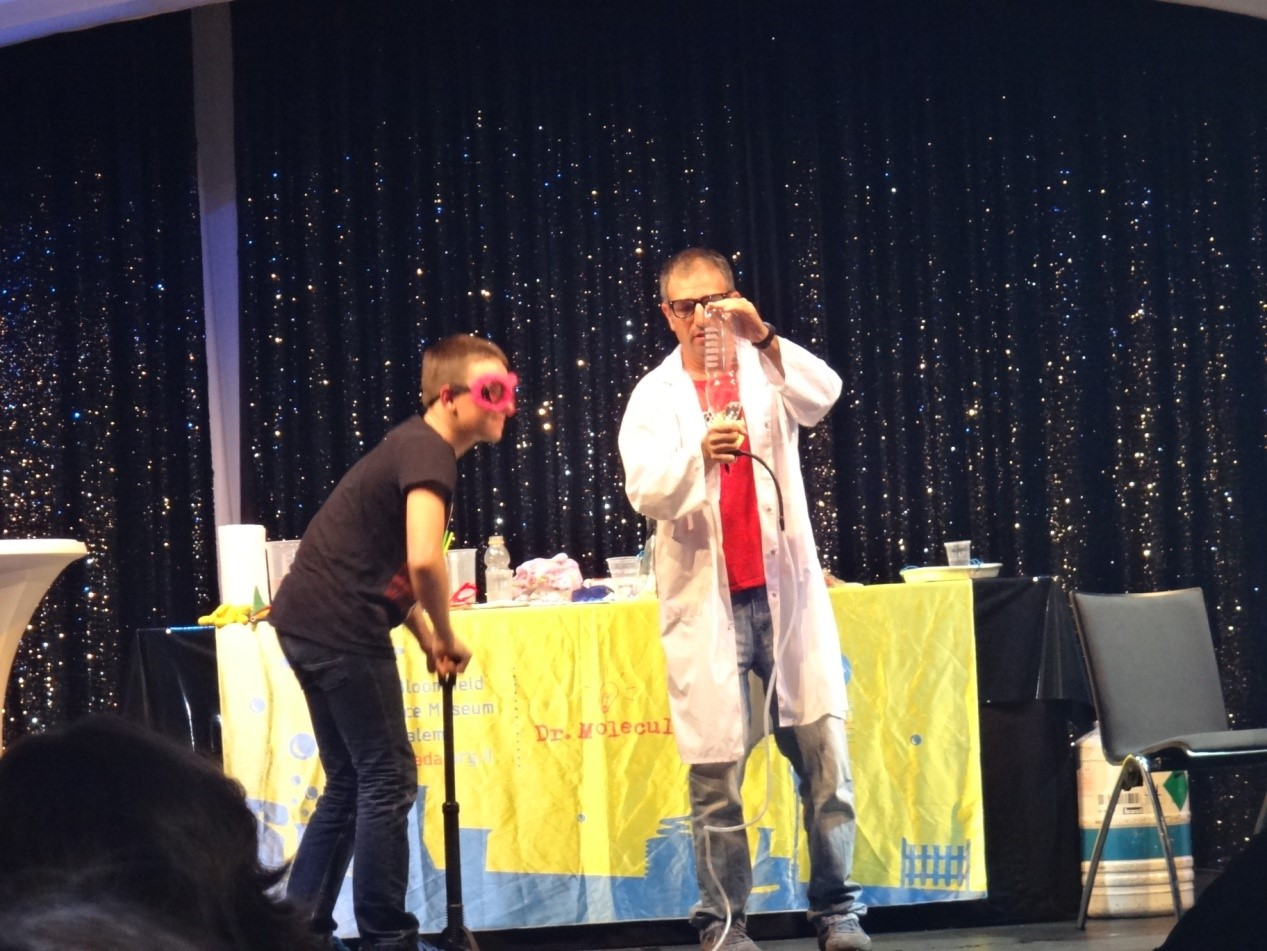 Dr.Molecule的表演萌翻小朋友