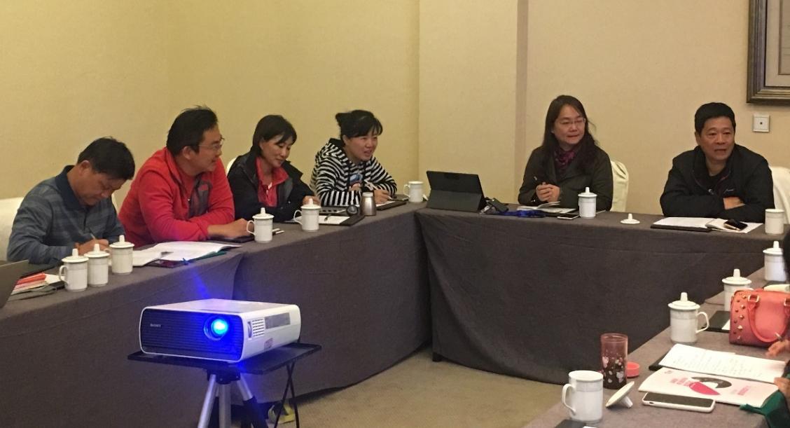 中少发展媒介与教育中心副主任、中国青少年宫协会媒介与教育部部长周长征主持红媒创客空间研讨会